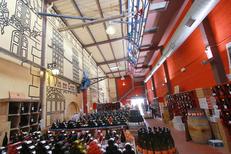 Maison méditerranéenne des Vins Grau du Roi présente un grand choix de vins régionaux sur la route de l'Espiguette (® networld-fabrice chort)
