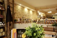 Maison Roux Montpellier propose un salon de thé pour déguster les macarons artisanaux sur place (® networld-fabrice Chort)