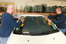 Changement pare-brise Montpellier chez Mondial Pare Brise Lattes spécialiste du vitrage automobile (® SAAM-Fabrice Chort)