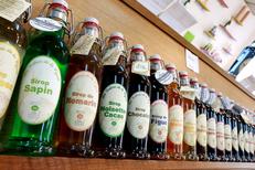 O bon coin Montpellier épicerie fine avec des produits régionaux ici des sirops artisanaux sur l'avenue du Pont Juvénal (® networld-fabrice chort)