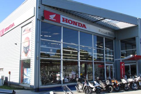Pascal Moto Montpellier vend des Motos neuves et d'occasions, des scooters et des accessoires Moto comme des casques, des cuirs, des gants dans le quartier Garosud (® pascal moto)