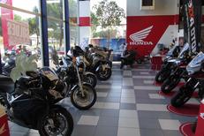 Moto Montpellier Magasin Pascal Moto Honda ici des gammes routières et classiques  (® pascal moto)