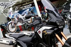 Pascal Moto Honda Montpellier vend des motos Honda dans son magasin de motos à Garosud (® SAAM-fabrice Chort)
