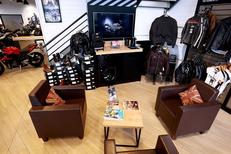 Pascal Moto Montpellier vend des accessoires pour la moto et les motards (® SAAM-fabrice Chort)