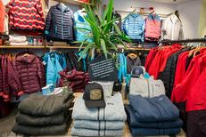 Patagonia Montpellier propose des pulls et des vestes techniques (® Raphaël Fourau-Patagonia)