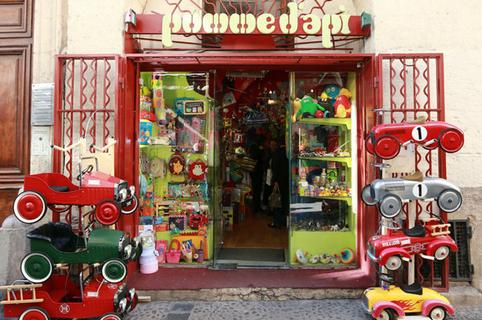 Pomme d'Api au centre-ville de Montpellier dans la Rue de l'Aiguillerie (® networld- Fabrice Chort)
