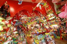 Pomme d'Api Montpellier présente de nombreux jouets en centre-ville dans la Rue de l'Aiguillerie (® networld-fabrice chort)