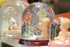 Pomme d'Api Montpellier présente des articles de décoration de chambre de bébé ou d'enfants au centre-ville (® networld-fabrice chort)