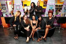 Royal Hair Beauty Montpellier Salon de coiffure avec son équipe souriante et professionnelle sur le Boulevard Jeu de Paume au centre-ville (® NetWorld - Fabrice Chort)