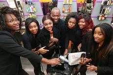 Royal Hair Beauty Montpellier Salon de coiffure en centre-ville présente son équipe souriante et professionnelle sur le Boulevard Jeu de Paume (® NetWorld - Fabrice Chort)