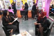Tresses africaines Montpellier et extensions de cheveux chez Royal Hair Beauty Montpellier en centre-ville en plus des prestations coiffure classiques (® NetWorld- Fabrice Chort)