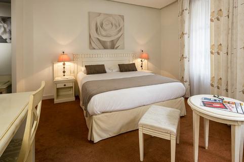 royal h tel montpellier centre h tel montpellier. Black Bedroom Furniture Sets. Home Design Ideas