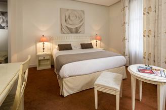 Royal Hôtel Montpellier centre entre la Gare Saint Roch et la Place de la Comédie présente une Chambre Double Bain (® Royal Hôtel)