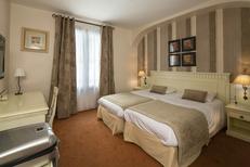 Royal Hôtel*** Montpellier et l'une des ses chambres Twin Bain entre la Gare Saint Roch et la Place de la Comédie au centre-ville (® Royal Hôtel)