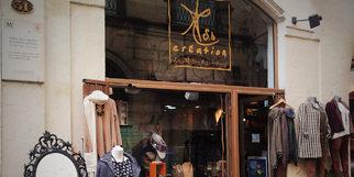 Sb Création Montpellier La Maison des créateurs réunit des objets de créateurs de l'univers de la mode avec des bijoux, des sacs, des tenues, de nombreuses idées cadeaux à découvrir en centre-ville.(® Sb création)