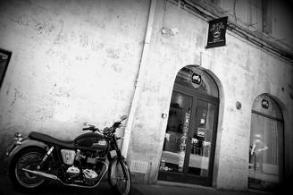 Slice of Life Shop Montpellier vend des vêtements Homme et des accessoires de mode masculins sur le thème des belles motos dans un esprit Rider au centre-ville dans le quartier Saint Roch. (® NetWorld-Fabrice Chort)