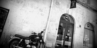 Slice of Life Shop Montpellier vend des vêtements Homme et des accessoires de mode masculins sur le thème des belles motos dans un esprit Rider au centre-ville dans le quartier Saint Roch.(® NetWorld-Fabrice Chort)