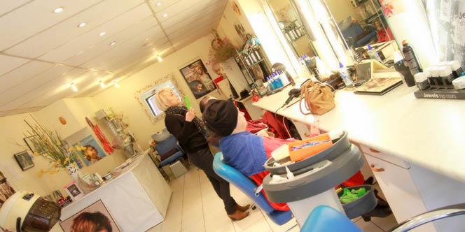 Beauté Coiffure Maria Lunel est un salon de coiffure mixte en centre-ville qui annonce une promo sur une prestation couleur en salon du 2 au 30 avril *.(® SAAM-fabrice Chort)