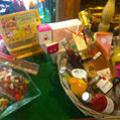 Caizergues Montpellier propose des paniers cadeaux à offrir aux gourmets, rendez-vous en boutique dans le quartier des Arceaux.(® caizergues)