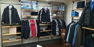 Escassut Montpellier Magasin de vêtements pour hommes annonce ses soldes à découvrir en centre-ville.