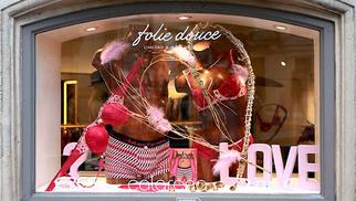 Folie Douce Montpellier Boutique de lingerie est idéale pour trouver les cadeaux Saint Valentin pour faire plaisir à l'élue de votre coeur avec un ensemble de lingerie ou un maillot de bain.( ® SAAM fabrice Chort)