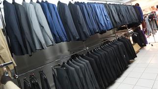 Le 18 Castelnau-le-Lez excelle dans les costumes de mariage pas cher au sein de son magasin de déstockage de vêtements de l'Aube Rouge.(® SAAM-fabrice Chort)