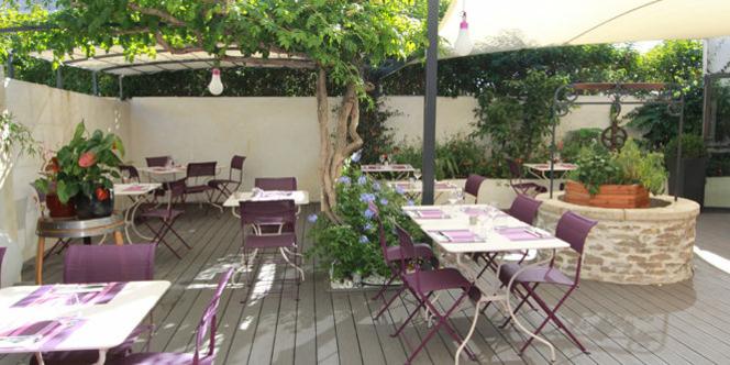 le restaurant les gourmands montpellier a ouvert sa terrasse d 39 t montpellier. Black Bedroom Furniture Sets. Home Design Ideas