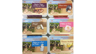 Maison Pourthié vend des glaces au lait de brebis de différents parfums à l'épicerie de Candillargues près de Mauguio.