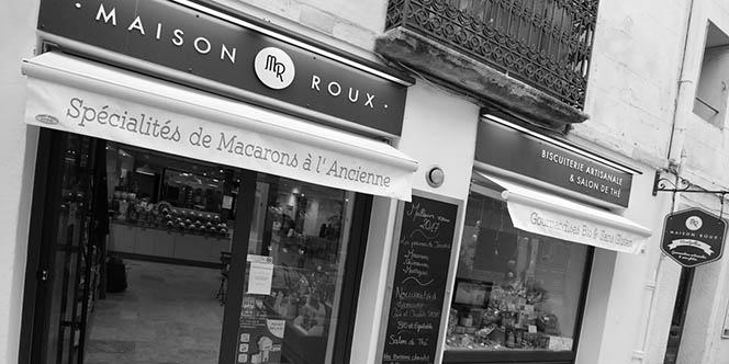 """Maison Roux Montpellier qui produit et vend des macarons artisanaux bio propose des boîtes de macarons pour la Saint Valentin """"Monsieur et Madame"""".(® SAAM-Fabrice Chort)"""
