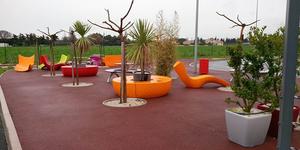 Achetez votre mobilier extérieur en promo à Montpellier chez EDS SUD fabricant de banquettes sur mesure pour restaurants et bateaux.(® eds sud)