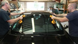 Mondial Pare Brise Lattes présente l'étude proclamant Mondial Pare Brise Champion du service vitrage automobile ! (® networld-fabrice chort)