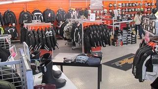 Pascal Moto Montpellier Magasin dédié à la Moto et aux tenues de moto solde des accessoires moto: tenues moto, casques...(® SAAM-fabrice Chort)