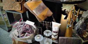 Sb Création Montpellier réalise des coffrets-cadeaux personnalisés avec des créations artisanales pour Noël.(® Sb création)