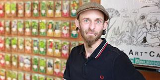 Histoire de Graines Montpellier est une boutique de produits bio et vegan gérée par Alexandre Millet en centre-ville.(® SAAM-fabrice Chort)