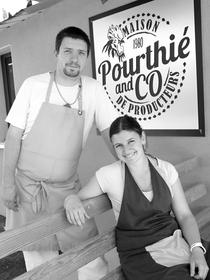 Maison Pourthié Candillargues vend des volailles, des poulets fermiers et des produits régionaux, ici les gérants Céline et Christophe Charrier (® SAAM-fabrice Chort)