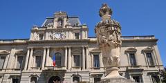 Faire du shopping près de la Préfecture au centre-ville de Montpellier (® SAAM)