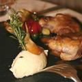 Pigeon en supremes rotis, ses cuisses confites en samossa du restaurant Castel Ronceray