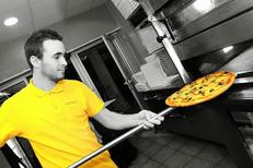 Pizza prete a cuire de la pizzeria Avanti Pizza au centre commercial d'Aragon de la ville de Lattes (credits photos : EDV-Fabrice Chort)