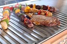Chalet Chamoniard Lattes propose des grillades, salades, plats savoyards à la carte et en menu (® SAAM-fabrice Chort)