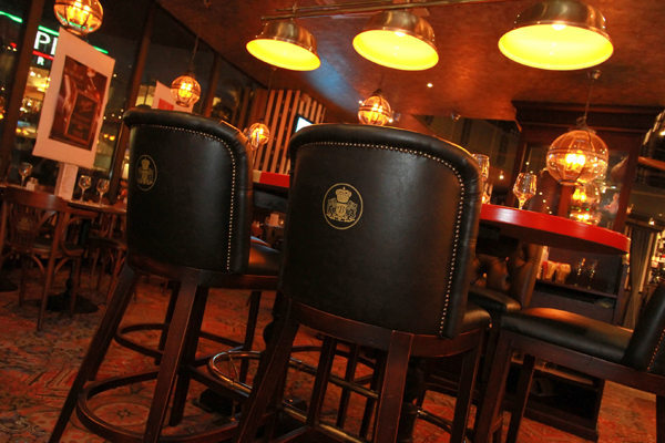 au bureau montpellier restaurant pub odysseum. Black Bedroom Furniture Sets. Home Design Ideas