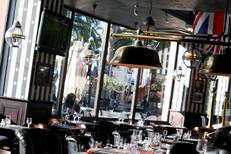 Au Bureau Montpellier Restaurant brasserie propose aussi une ambiance Pub à Odysseum (® SAAM - Fabrice Chort)