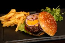 Au Bureau Montpellier restaurant face au Gaumont Multiplexe dans le quartier Odysseum propose des burgers (® SAAM-Fabrice Chort)