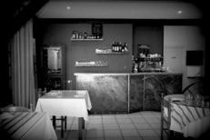 Comptoir du restaurant La Diligence sur l'avenue de Lodève de Saint André de Sangonis (credits photos :EDV-Fabrice Chort)