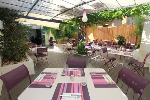 Les Gourmands Montpellier Restaurant de cuisine fait maison au centre-ville avec une magnifique terrasse aménagée en cente-ville (® networld-Fabrice Chort)