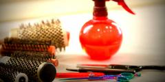 Coiffure Montpellier et ses outils: brosses, ciseaux...  (® NetWorld - Fabrice Chort)