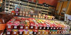 Produits regionaux Montpellier dans la boutique de l'Huilerie Confiserie de Clermont l'Herault (® NetWorld - Fabrice Chort)